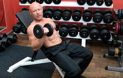 Подъем гантелей на бицепс сидя. Самое эффективное упражнение.